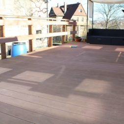 wpc terrasse 0220147 - Aufbringen der WPC Terrassendielen