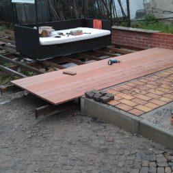 wpc terrassenbau 33 - Aufbringen der WPC Terrassendielen