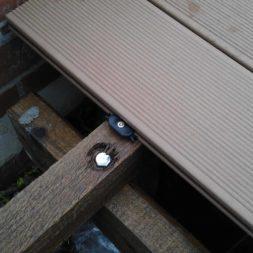 wpc terrassenbau 95 - Aufbringen der WPC Terrassendielen
