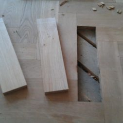 echtholzparkett reparieren wohnung210 - Eichen Echtholz Parkett aufbereiten und kaputte Stäbe auswechseln