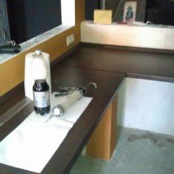 arbeitsplatte bartresen im keller2 - Partyraum im Keller - Die Bar bekommt eine Arbeitsplatte