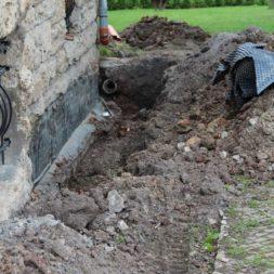 aufschachten zum trockenlegen des kellers10 - Trockenlegung des Hauses – Freilegen des Kellerfundaments