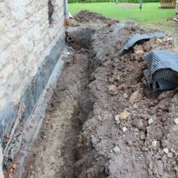 aufschachten zum trockenlegen des kellers12 - Trockenlegung des Hauses – Freilegen des Kellerfundaments
