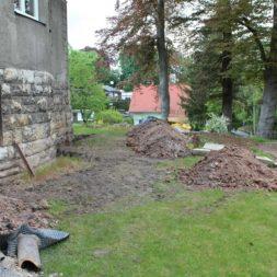 aufschachten zum trockenlegen des kellers16 - Trockenlegung des Hauses – Freilegen des Kellerfundaments