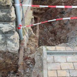 aufschachten zum trockenlegen des kellers5 - Trockenlegung des Hauses – Freilegen des Kellerfundaments