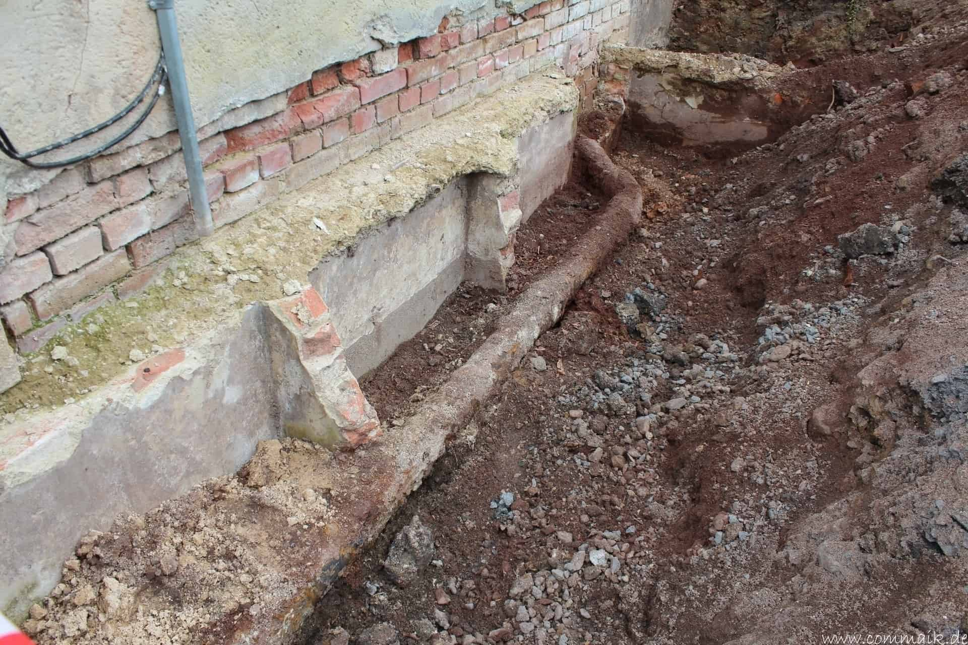 Fabulous Trockenlegung des Hauses – Freilegen des Kellerfundaments | commaik YO38