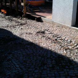 trockenlegen abtransport erde 13 - Trockenlegung des Hauses – Freilegen des Kellerfundaments