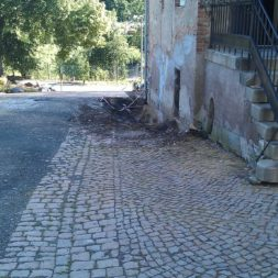 trockenlegen abtransport erde 14 - Trockenlegung des Hauses – Freilegen des Kellerfundaments