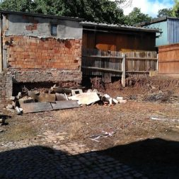 trockenlegen abtransport erde 15 - Trockenlegung des Hauses – Freilegen des Kellerfundaments