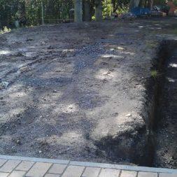 trockenlegen abtransport erde 20 - Trockenlegung des Hauses – Freilegen des Kellerfundaments