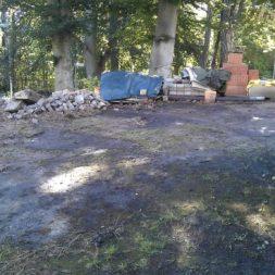 trockenlegen abtransport erde 6 - Trockenlegung des Hauses – Freilegen des Kellerfundaments