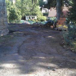 trockenlegen abtransport erde 9 - Trockenlegung des Hauses – Freilegen des Kellerfundaments