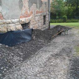 trockenlegung des keller verfuellen des graben 1 - Trockenlegung des Hauses - Einbringen von Drainage und Wasserrohren
