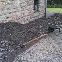 trockenlegung des keller verfuellen des graben 6 - Trockenlegung des Hauses - Einbringen von Drainage und Wasserrohren