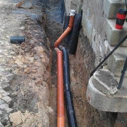 trockenlegung keller einbringen rohre drainage 10 - Trockenlegung des Hauses - Einbringen von Drainage und Wasserrohren