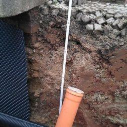 trockenlegung keller einbringen rohre drainage 11 - Trockenlegung des Hauses - Einbringen von Drainage und Wasserrohren