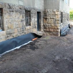 trockenlegung keller einbringen rohre drainage 19 - Trockenlegung des Hauses - Einbringen von Drainage und Wasserrohren