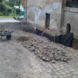 trockenlegung keller einbringen rohre drainage 2 - Trockenlegung des Hauses - Einbringen von Drainage und Wasserrohren