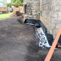 trockenlegung keller einbringen rohre drainage 21 - Trockenlegung des Hauses - Einbringen von Drainage und Wasserrohren