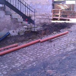 trockenlegung keller einbringen rohre drainage 6 - Trockenlegung des Hauses - Einbringen von Drainage und Wasserrohren