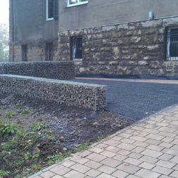 parkplatz mit rasengitter und gabionen 14 - Einen Parkplatz mit Gabionen und Rasengittern bauen