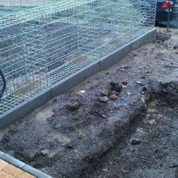 parkplatz mit rasengitter und gabionen 5 - Einen Parkplatz mit Gabionen und Rasengittern bauen