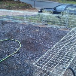 parkplatz mit rasengitter und gabionen 6 - Einen Parkplatz mit Gabionen und Rasengittern bauen