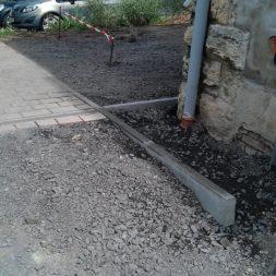 pflasterweg zum hintereingang anlegen 13 - Ein neuer Pflasterweg zum Hintereingang entsteht