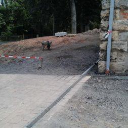 pflasterweg zum hintereingang anlegen 14 - Ein neuer Pflasterweg zum Hintereingang entsteht