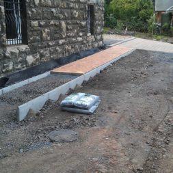 pflasterweg zum hintereingang anlegen 8 - Ein neuer Pflasterweg zum Hintereingang entsteht