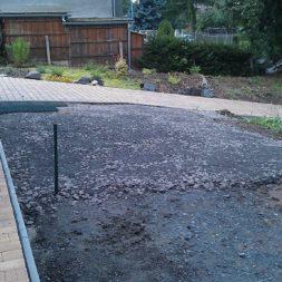 stellplatz am haus mit rasengitter anlegen 11 - Einen Parkplatz mit Gabionen und Rasengittern bauen