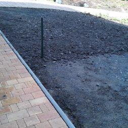 stellplatz am haus mit rasengitter anlegen 4 - Einen Parkplatz mit Gabionen und Rasengittern bauen