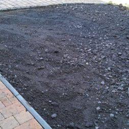 stellplatz am haus mit rasengitter anlegen 5 - Einen Parkplatz mit Gabionen und Rasengittern bauen