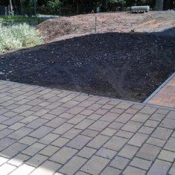 stellplatz am haus mit rasengitter anlegen 6 - Einen Parkplatz mit Gabionen und Rasengittern bauen
