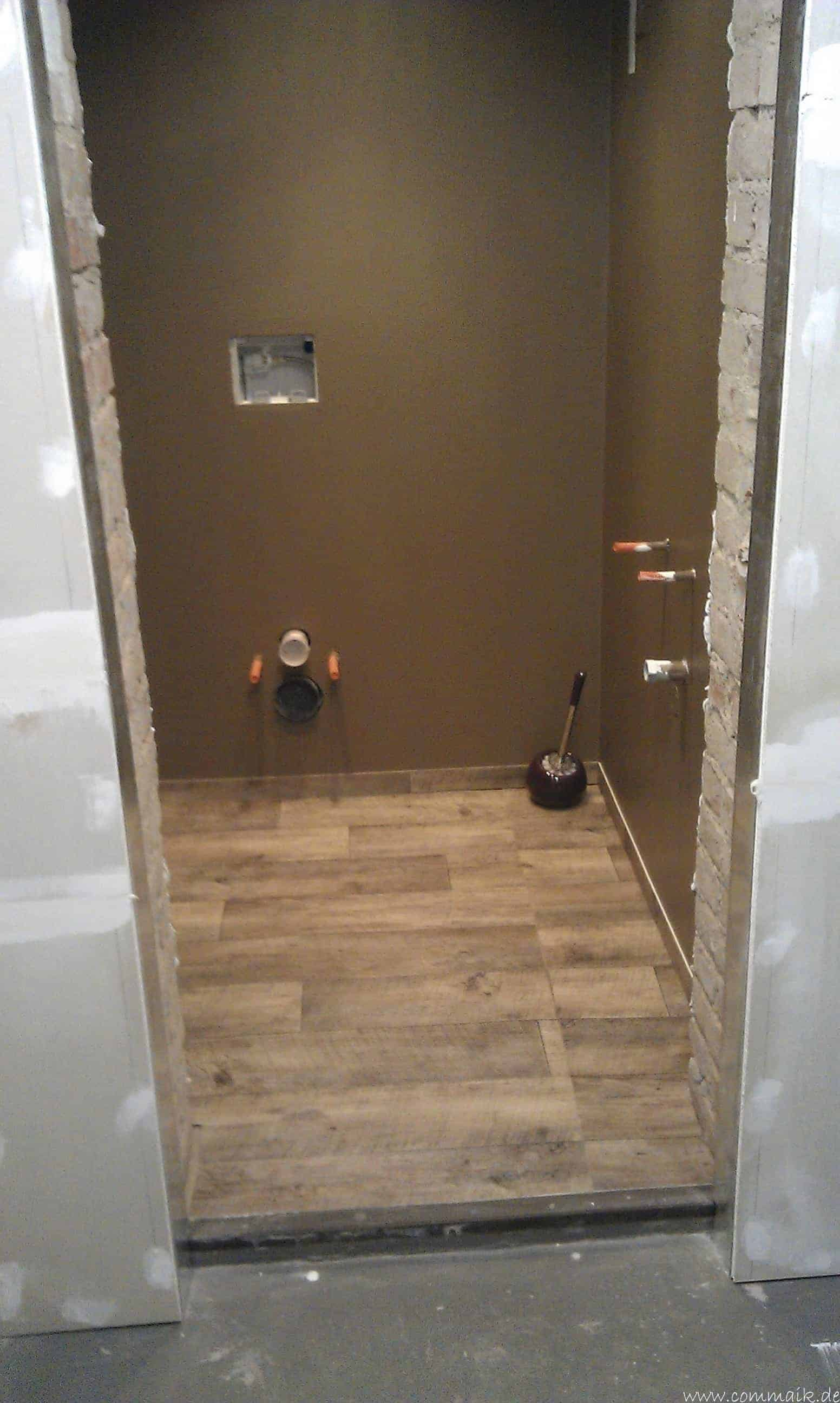 im keller wird eine toilette mit trockenbau realisiert. Black Bedroom Furniture Sets. Home Design Ideas
