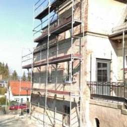 neuverputzen der nord fassade 12 - Die Nord-Fassade wird neu verputzt