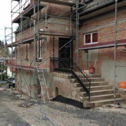 neuverputzen der nord fassade 21 - Die Nord-Fassade wird neu verputzt