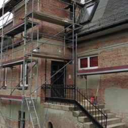 neuverputzen der nord fassade 23 - Die Nord-Fassade wird neu verputzt