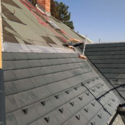 dach mit prefa alublech eindecken 33 1 - Der PREFA Stier kommt auf das Dach