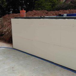 pool aufbau und anschluss 1 - Projekt Poolbau – Der Aufbau des Stahlwandpools