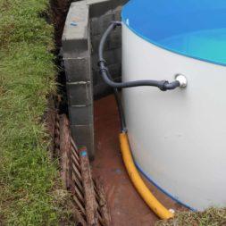 pool aufbau und anschluss 18 - Projekt Poolbau - Einbau von Skimmer, Düsen und dem Unterwasserscheinwerfer