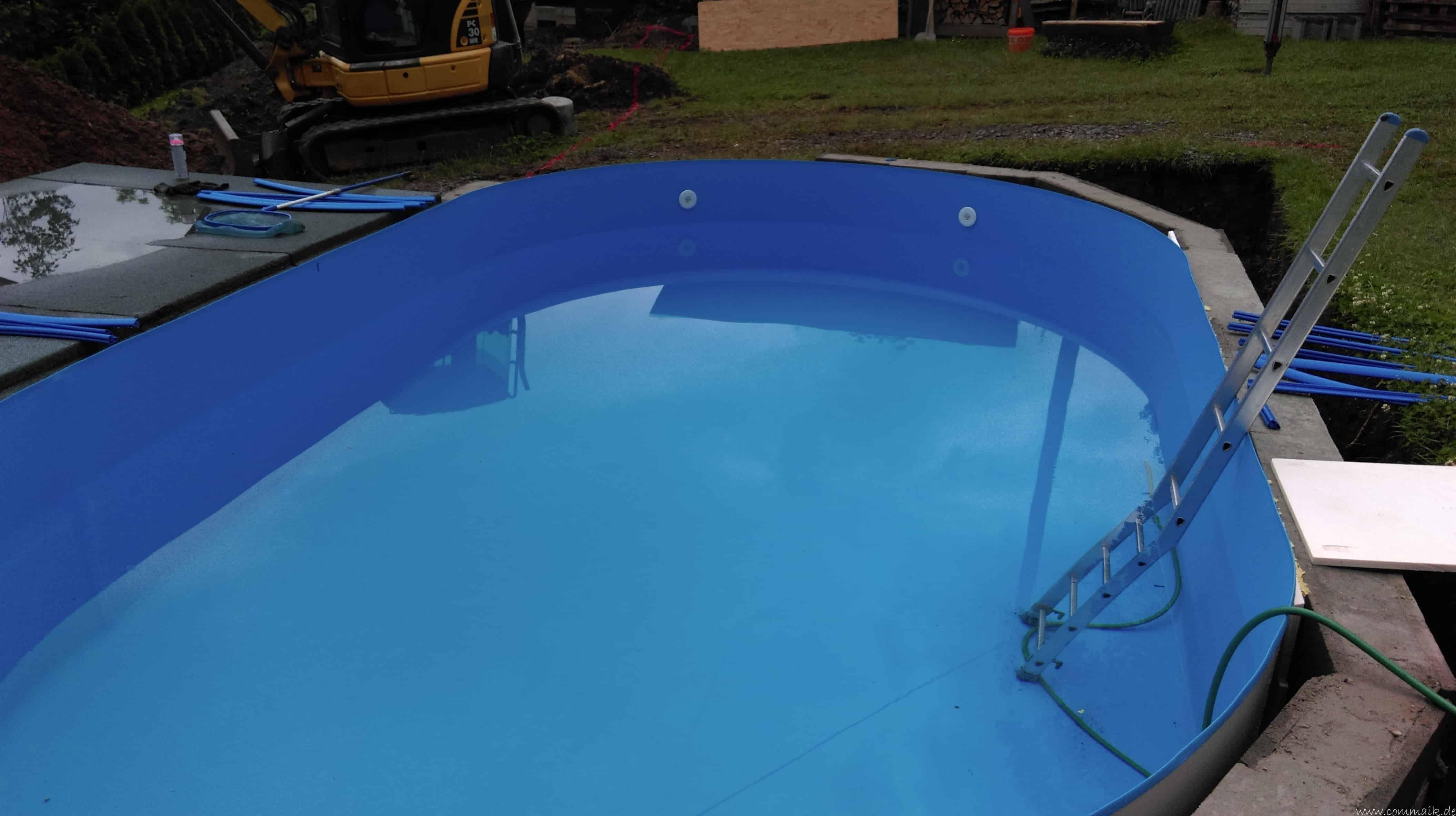 projekt poolbau einbau von skimmer d sen und dem unterwasserscheinwerfer commaik. Black Bedroom Furniture Sets. Home Design Ideas