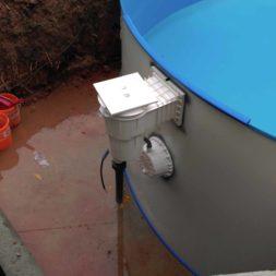 pool aufbau und anschluss 20 - Projekt Poolbau - Einbau von Skimmer, Düsen und dem Unterwasserscheinwerfer