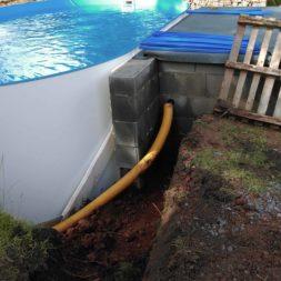 pool aufbau und anschluss 36 - Projekt Poolbau - Einbau von Skimmer, Düsen und dem Unterwasserscheinwerfer