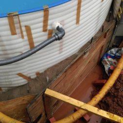pool aufbau und anschluss 52 - Projekt Poolbau - Einbau von Skimmer, Düsen und dem Unterwasserscheinwerfer