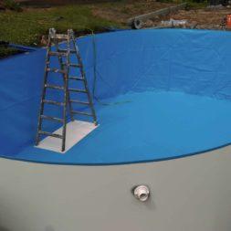 pool aufbau und anschluss 8 - Projekt Poolbau – Der Aufbau des Stahlwandpools