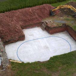pool schacht und mauerarbeiten 30 - Projekt Poolbau – Die Stützmauern kommen und der Pool wird unerwartet getestet