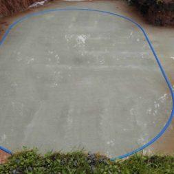 pool schacht und mauerarbeiten 31 - Projekt Poolbau – Die Stützmauern kommen und der Pool wird unerwartet getestet