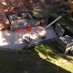 pool schacht und mauerarbeiten 44 - Projekt Poolbau – Die Stützmauern kommen und der Pool wird unerwartet getestet