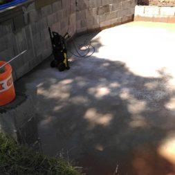 pool schacht und mauerarbeiten 51 - Projekt Poolbau – Die Stützmauern kommen und der Pool wird unerwartet getestet
